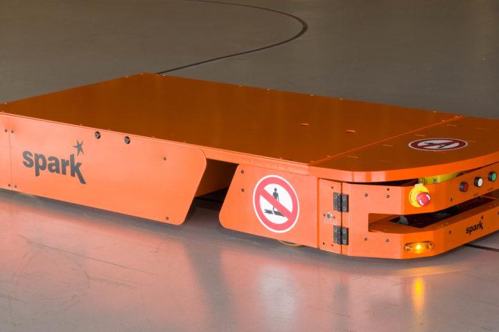 AGV - Veículo Guiado Automaticamente da Spark (versão 1800 Kg) - visão lateral direita